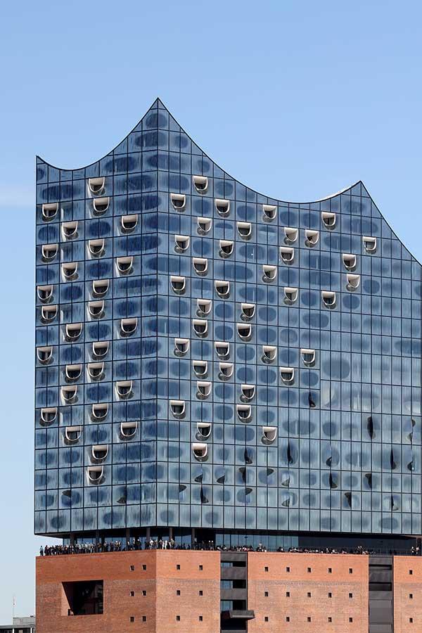 Die Aluminiumbauteile der Elbphilharmonie in Hamburg wurden mit der DURAFLON® Beschichtung versehen.