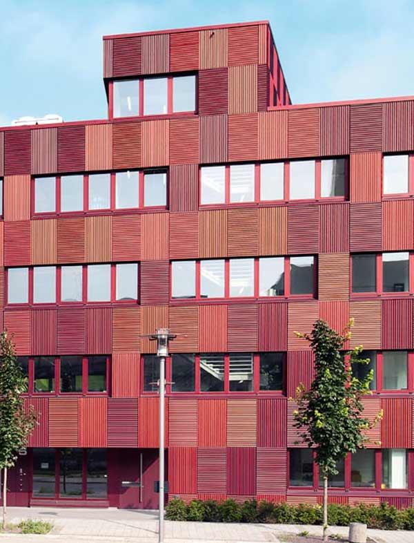 Die Fassade des Biocube in Leipzig wurde von HD Wahl in mit Anodisierung / Eloxieren SANDALOR® umgesetzt.