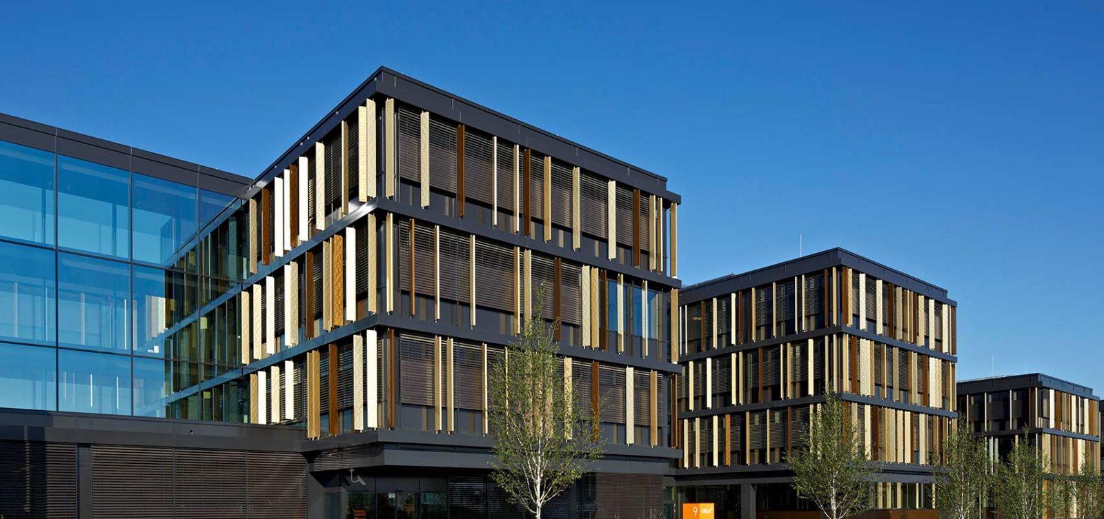 HD Wahl beschichtete die Lamellen des Firmenhauptsitzes der Firma La Lux in Lendenlange mit Anodisierung / Eloxierung SANDALOR®.
