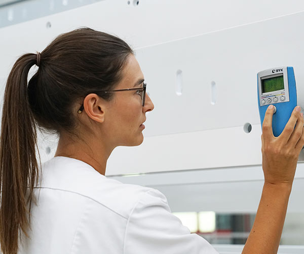Das Qualitätsmanagementsystem stellt sicher, dass die Qualität der Prozesse und Verfahren im Unternehmen ständig geprüft und verbessert wird.