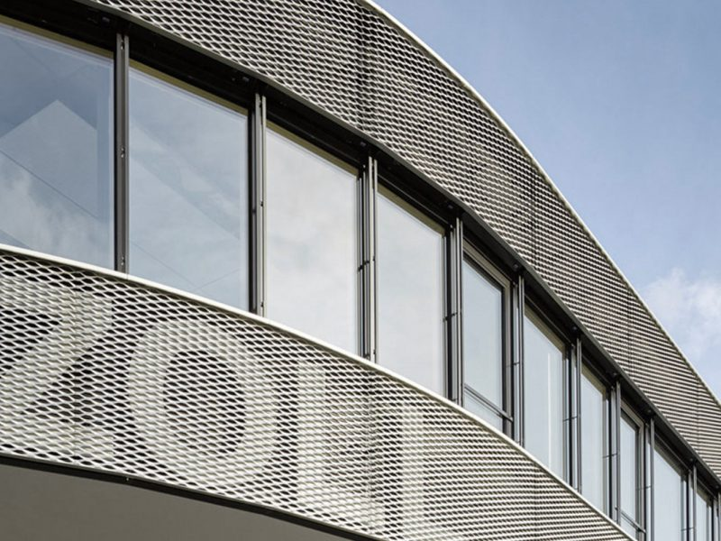 Anodized aluminium protects the expanded metal facade reliable from environmental influences.